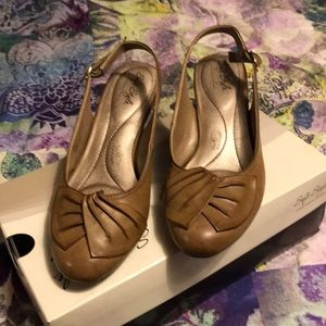 soft style hush puppy shoes worn once